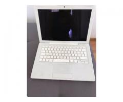 Vand laptop Mac Book Apple